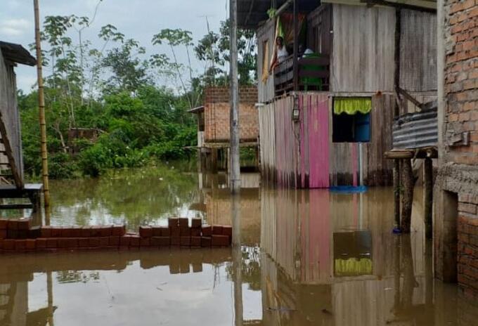 El Rio Mira se metió en las casas de los habitantes de Imbil+i