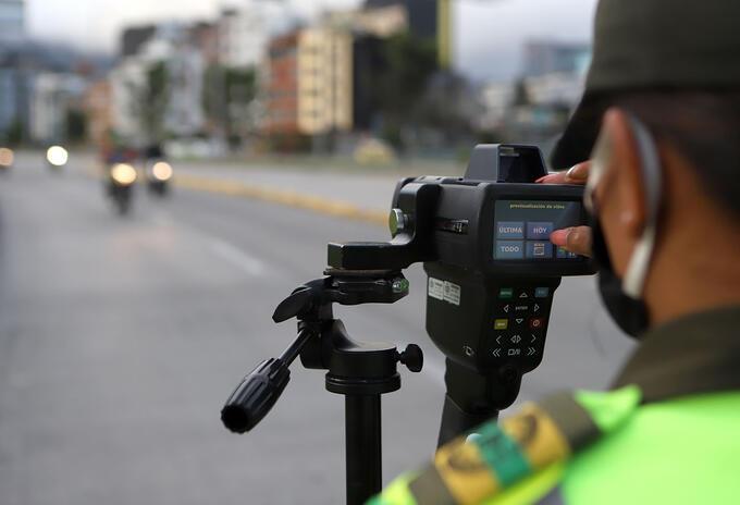 Operativos de control de velocidad / cámaras salvavidas en Bogotá / Policía de Tránsito