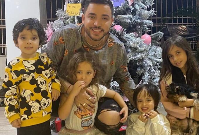 Jessi Uribe y sus hijos