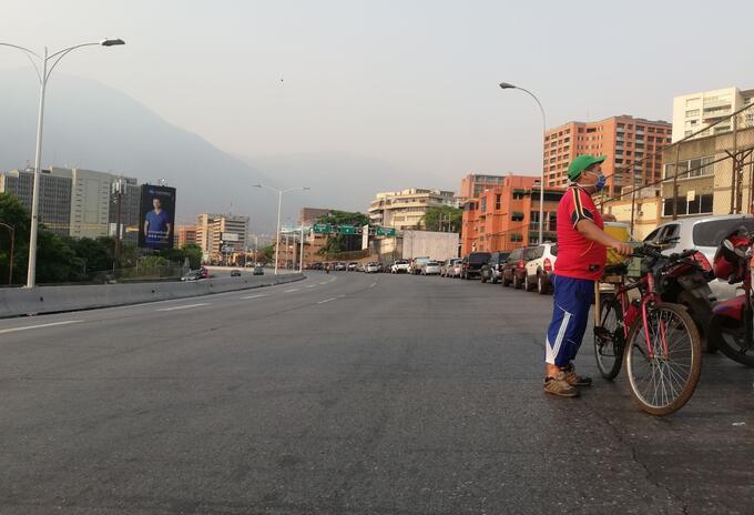 La escasez de gasolina ha tocado su pico más alto en Venezuela