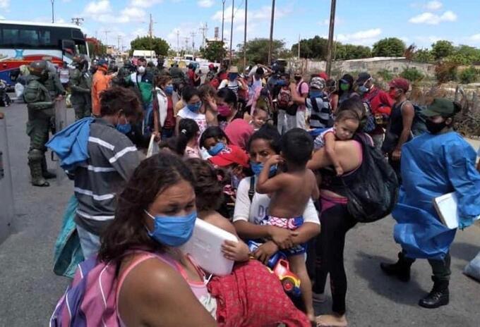 Migrantes venezolanos en la frontera