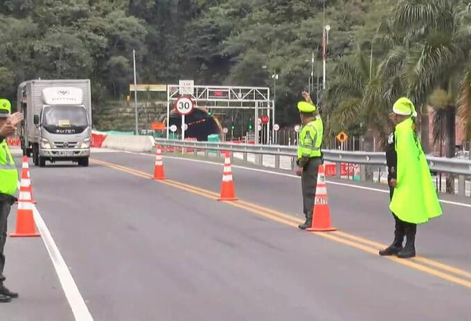 Policía sanciona a 54 conductores que pretendían irse de paseo en medio de la cuarenta en Antioquia