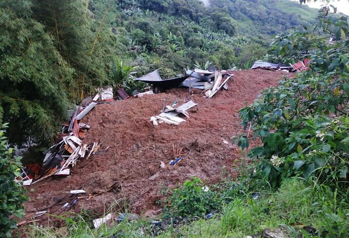 El deslizamiento afecto a algunas viviendas en le municipio de Ricaurte.