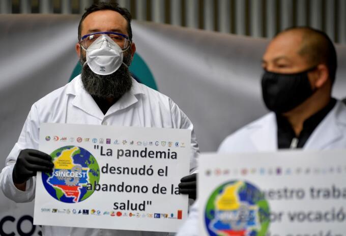 Protesta de personal médico por falta de condiciones para laborar, durante la pandemia.