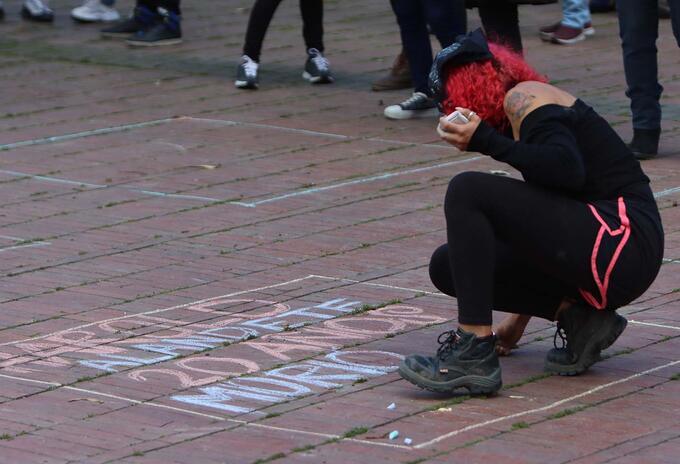 Marcha feminista en Bogotá / reclamo contra feminicidios en Colombia