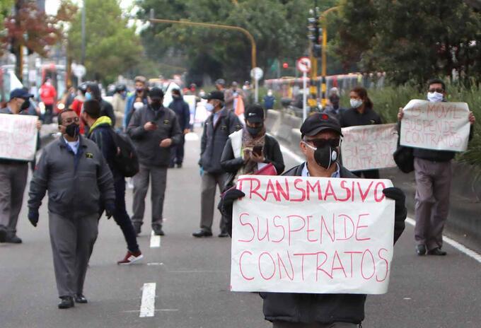 Conductores de Transmilenio protestan por condiciones de contratos en cuarentena en Bogotá