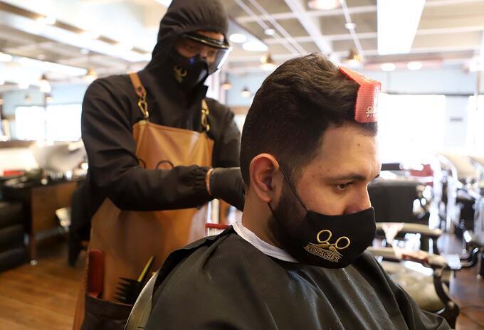 Salones de belleza y peluquerías reabren sus puertas, luego de tres meses de cuarentena.