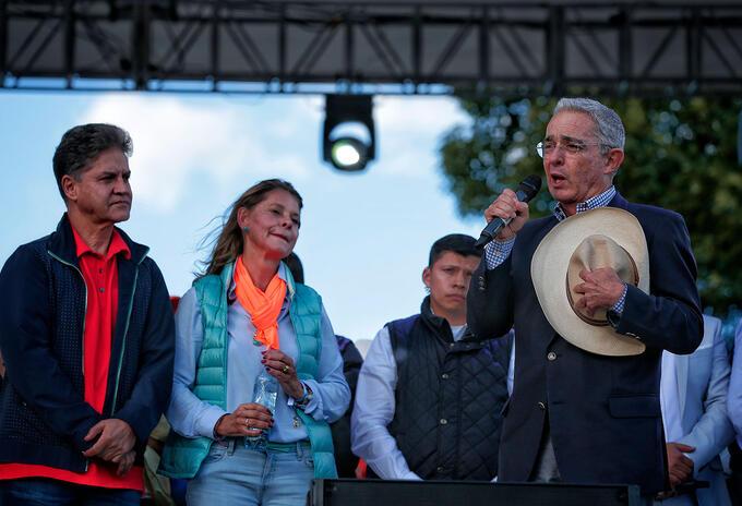 Álvaro Uribe junto a Marta Lucía Ramírez