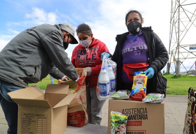 Vendedores informales de Bogotá reciben ayudas en la pandemia
