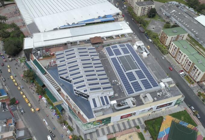 Paneles solares en Engativá.