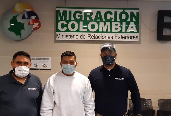 """Migración Colombia detiene a alias 07, sobrino de """"Otoniel"""""""