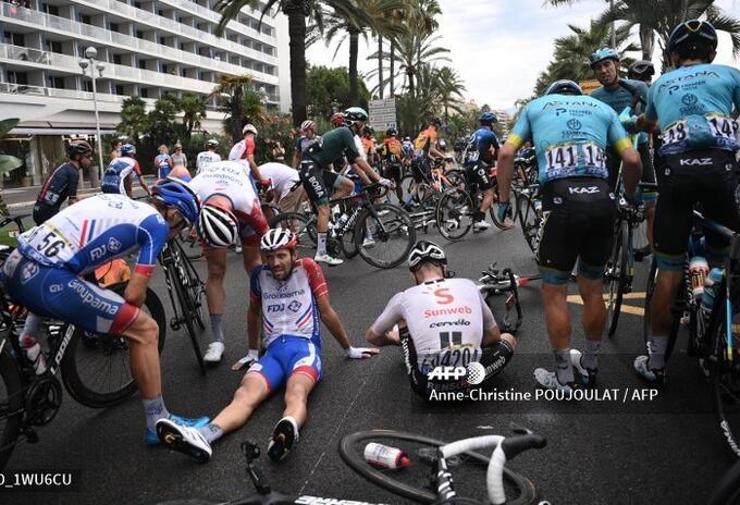Thibaut Pinot sufrió caída en la etapa 1 del Tour de Francia