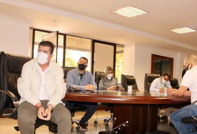 Gobernador de Risaralda, Víctor Manuel Tamayo, con autoridades de salud