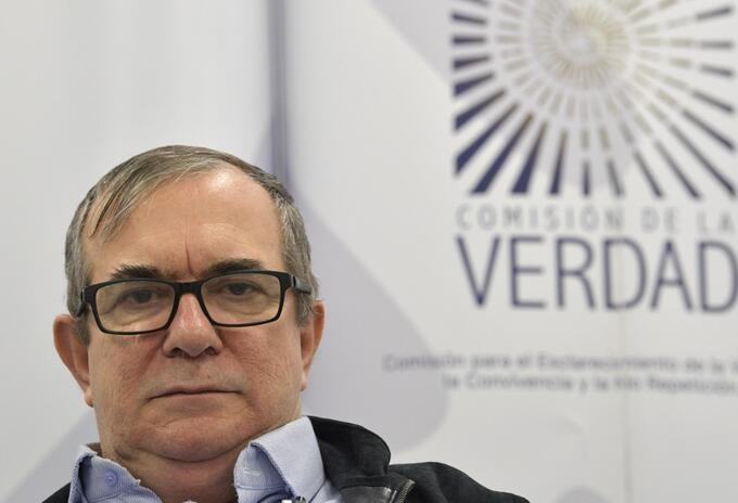"""El presidente del partido Farc, Rodrigo Londoño (""""Timochenko""""), asiste a la Comisión de la Verdad, en Bogotá."""