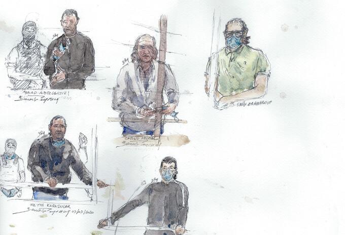 Boceto de la sala del tribunal que muestra a cinco de los 14 acusados por el atentado a Charlie Hebdo.