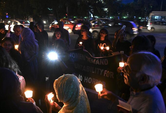 Velatón en India en rechazo por abuso sexuales a mujeres