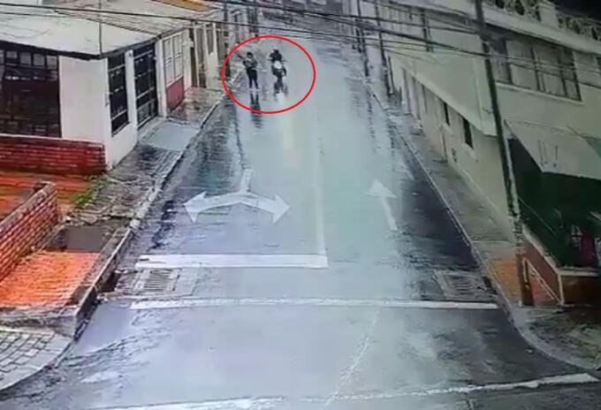 Hombre manosea a mujer en Bogotá