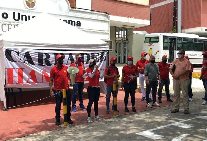 Trabajadores sindicalizados protestan por despidos masivos