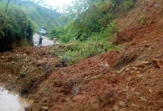 Las vías rurales quedaron taponadas por los derrumbes.