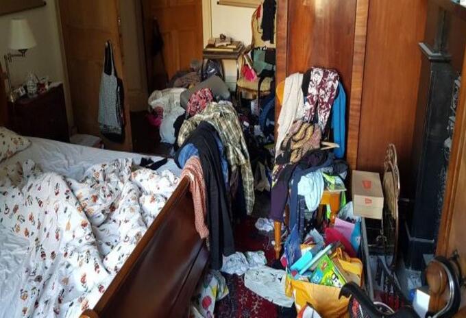 El extraño concurso de la habitación más sucia y desordenada.