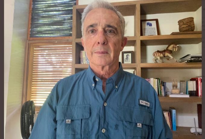 Expresidente Álvaro Uribe en detención domiciliaria