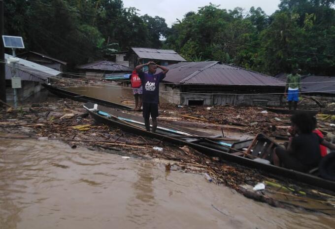 El agua ingresó a las viviendas de las familias, ocasionado graves afectaciones.