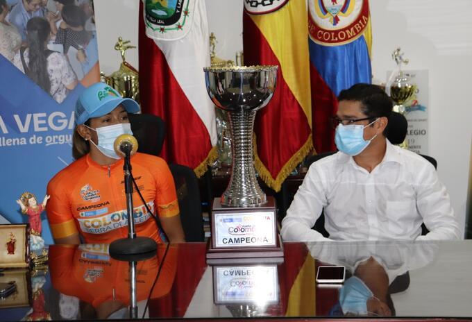 Myriam Núñez y alcalde de La Vega, Cundinamarca