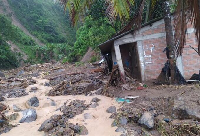 Por daños en sus viviendas, las familias permanecen en cinco albergues.