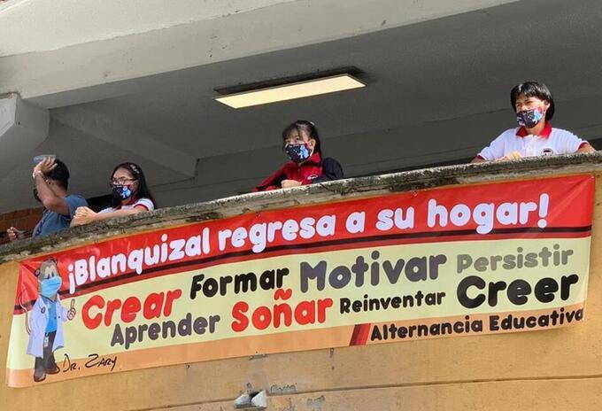 Así comenzaron las clases los estudiantes en Medellín.