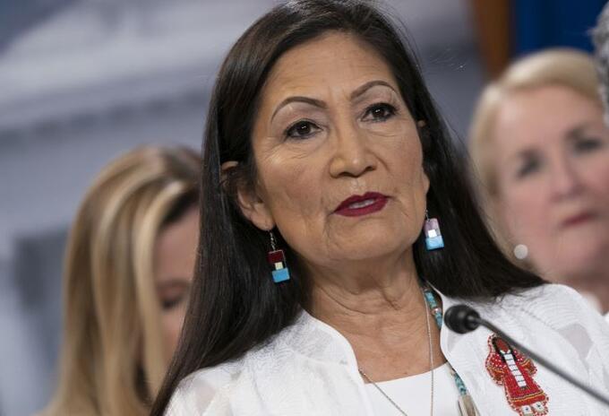 DiputadaDebHaaland, nominada por Biden a secretaría del Interior