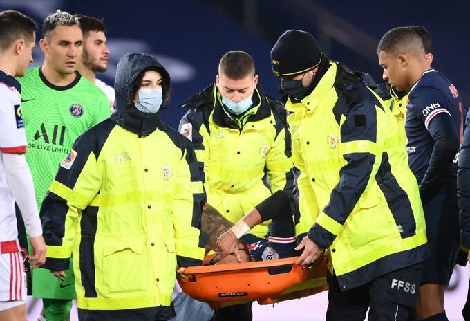 Neymar lesionado en partido del PSG ante Lyon
