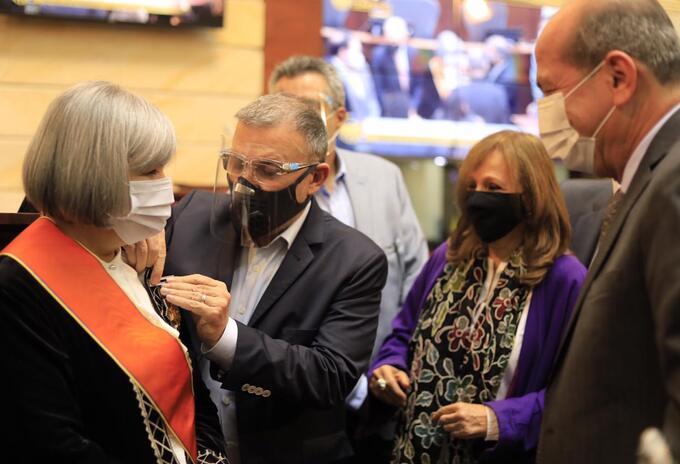 Patricia Linares, expresidenta de la JEP condecorada en el Senado
