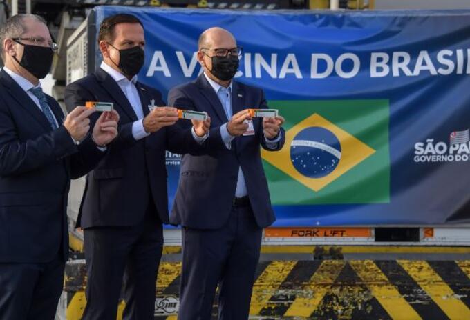 Dosis de vacunas china para Brasil