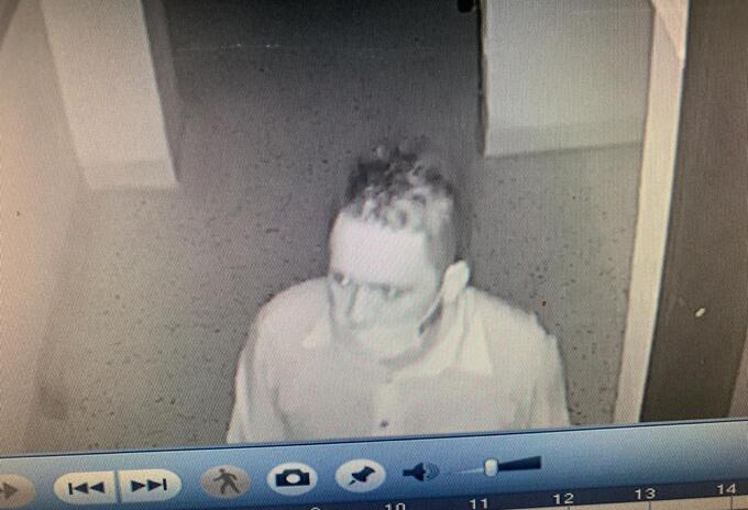 El delincuente quedó registrado en las cámaras de seguridad.