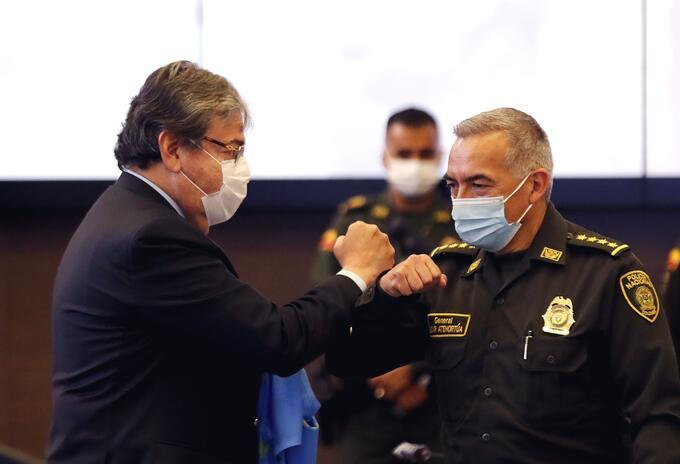 Carlos Holmes Trujillo y Óscar Atehortúa