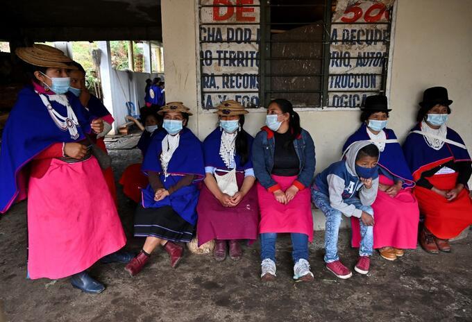Coronavirus en Colombia - Mujeres indígenas misak y un niño en Guambia, zona rural de Silvia (Cauca).