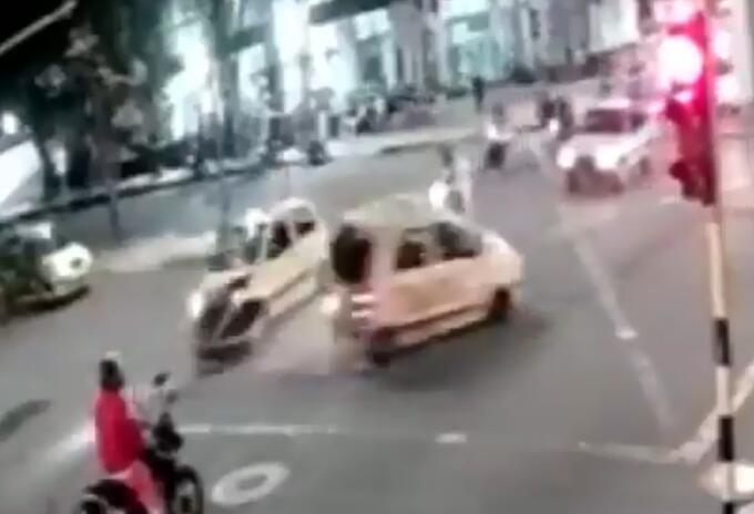 Choque entre dos taxis