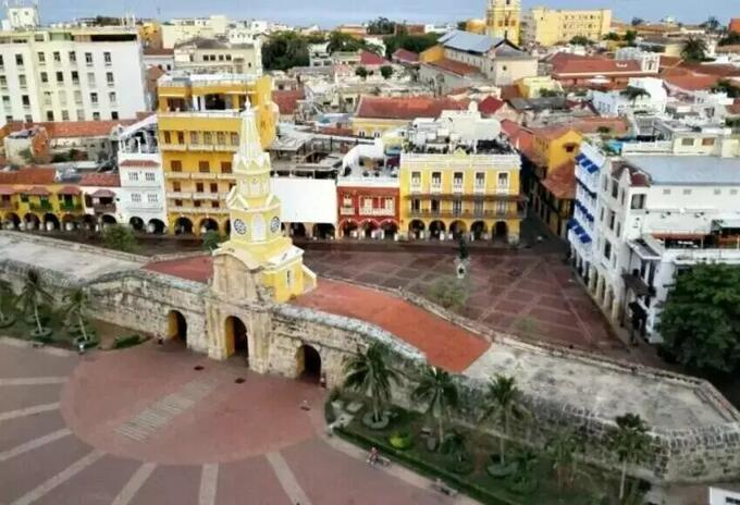 Suspenden pico y cédula en Cartagena