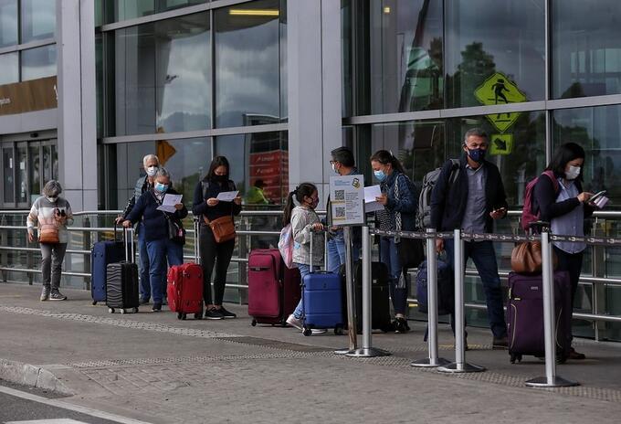 Llegada de viajeros a Colombia al aeropuerto El Dorado