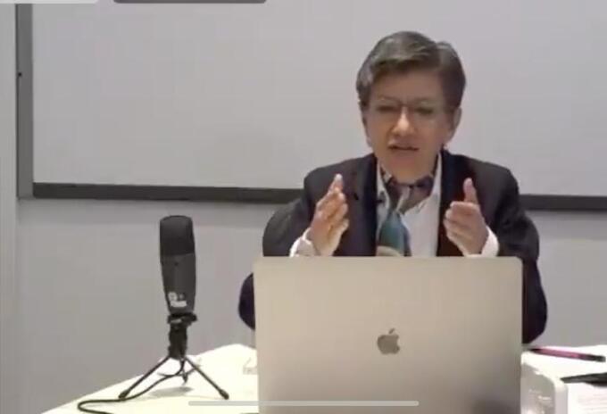 Claudia López se defiende ante el CNE de los promotores de la revocatoria.