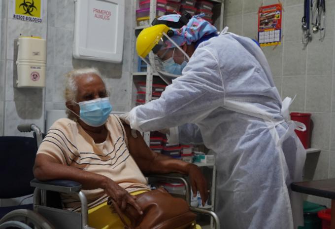 Vacunación adultos mayores.