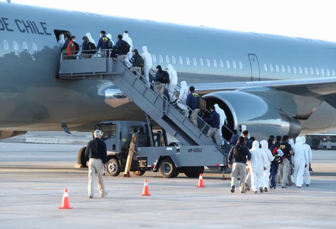 Chile expulsa a migrantes irregulares