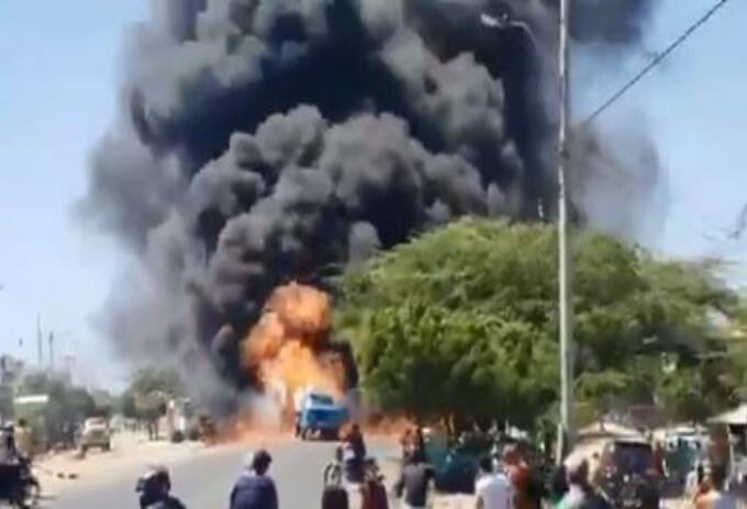 Impresionantes imágenes de explosión en estación de gasolina en La Guajira