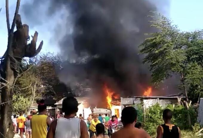 Incendio consumió cuatro casas en Barranquilla.