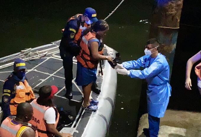 Los rescatados fueron atendidos por personal de la Armadas Nacional