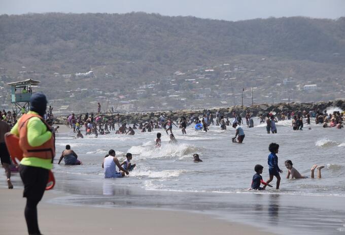 Los bañistas asistieron masivamente a las playas.