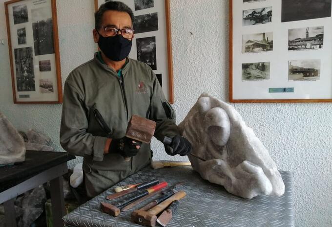 El escultor Ronni Martínez en Zipaquirá