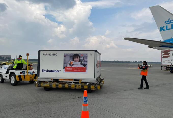 Llegan 958.000 dosis de la farmacéutica Sinovac a Colombia