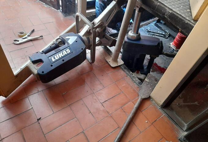 Ascensor desplomado en edificio de Cartagena