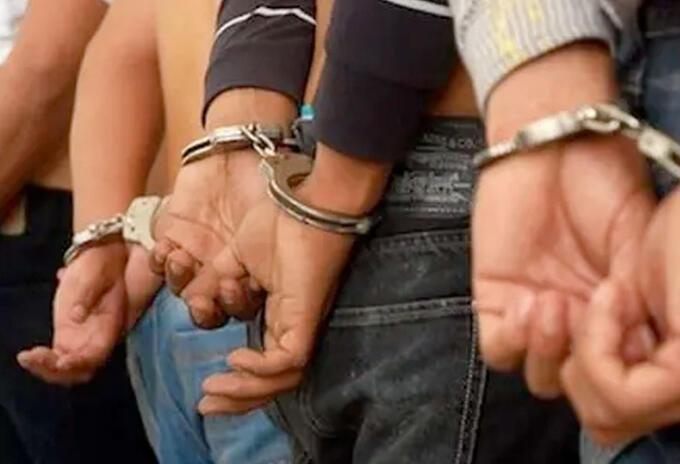 Entre los capturados se encuentran padres, padrinos familiares y personas cercanas.
